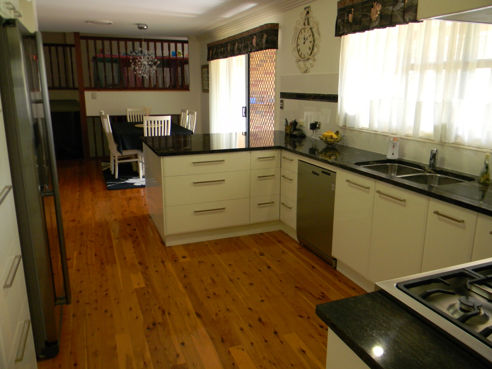Ample Drawers In Kitchen