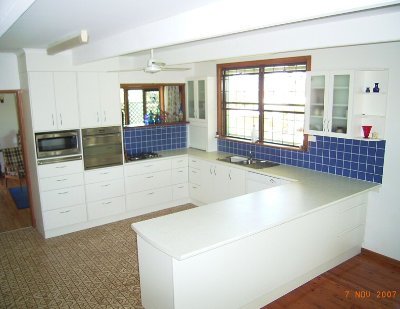 Ample drawers and bench top
